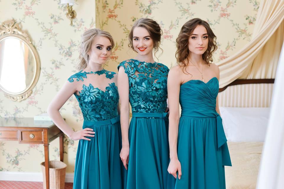 Изумрудный цвет платьев подружек невест